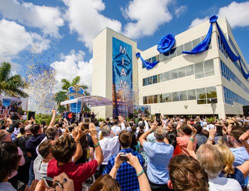 Bürgermeister heisst Scientology Kirche in Miami willkommen